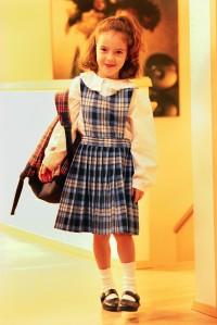Niña camino al colegio (Imagen: Office.com)