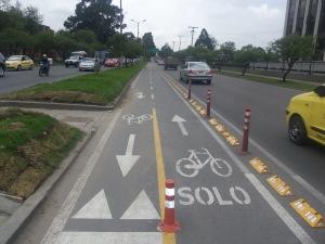Bicicarril exclusivo en la Carrera 50 en Bogotá (Foto: Guillermo Camacho-Cabrera)