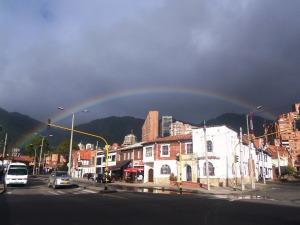 Arco iris y cambios. Las nuevas realidades van apareciendo en el camino (Foto: Guillermo Camacho-Cabrera)