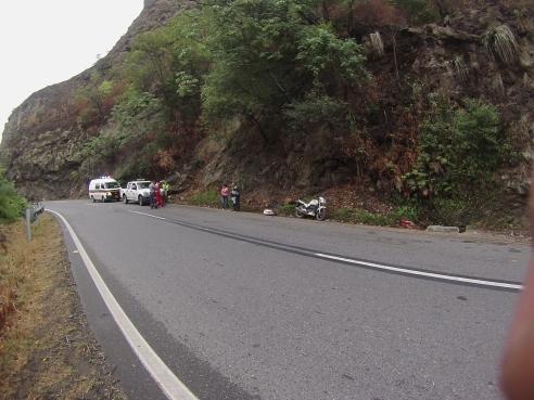 Vía Bogotá-Girardot, con señalización horizontal peligrosa (Foto: José Alejandro Torres Sicachá, motociclista accidentado)