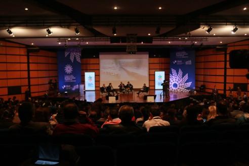 Alcaldes de Bruselas, Bilbao, Bogotá y Quito en panel sobre movilidad sostenible, moderado por el Secretario de Movilidad de Bogotá (foto: Secretaría de Movilidad)